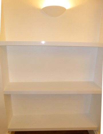 Chiswick-W4 High Gloss Shelves Fitted